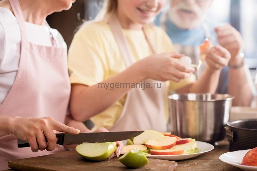 Рецепт шарлотки с яблоками, шарлотка с яблоками и корицей