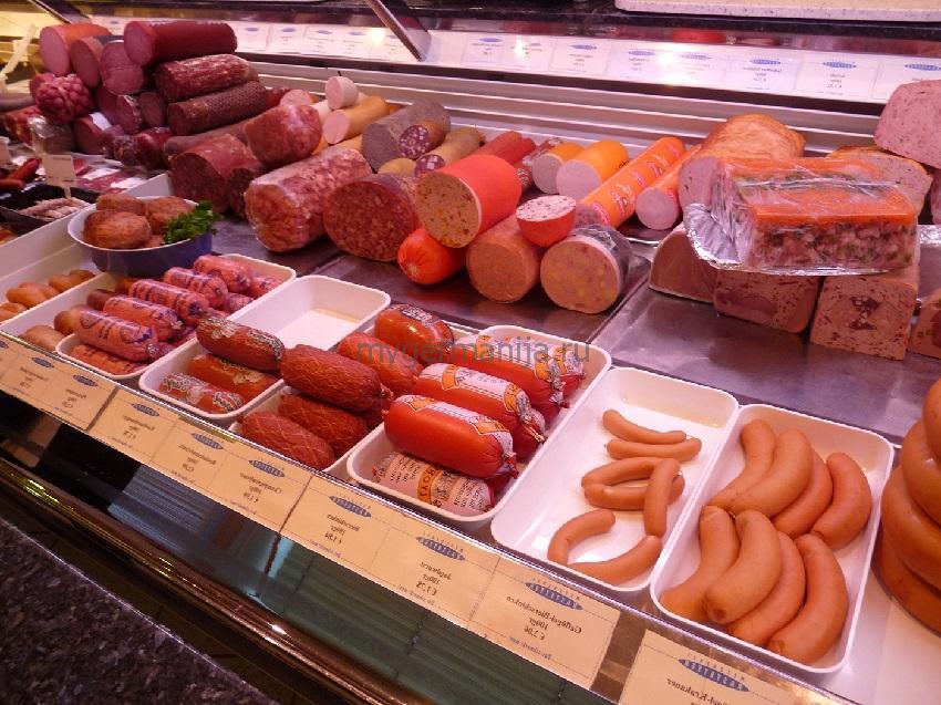 Прилавок с колбасными изделиями в Германии