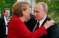 Меркель следует за Путиным, который давно женат на…