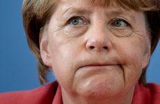 Меркель пытается сидеть на двух стульях