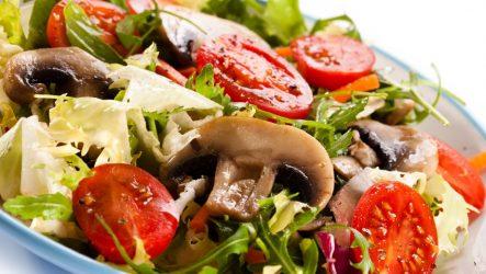 Салат из сырых шампиньонов и мяса по-немецки
